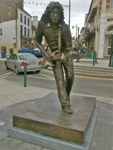 a-bronze-statue-of-gallagher-in-ballyshannon-county-donegal