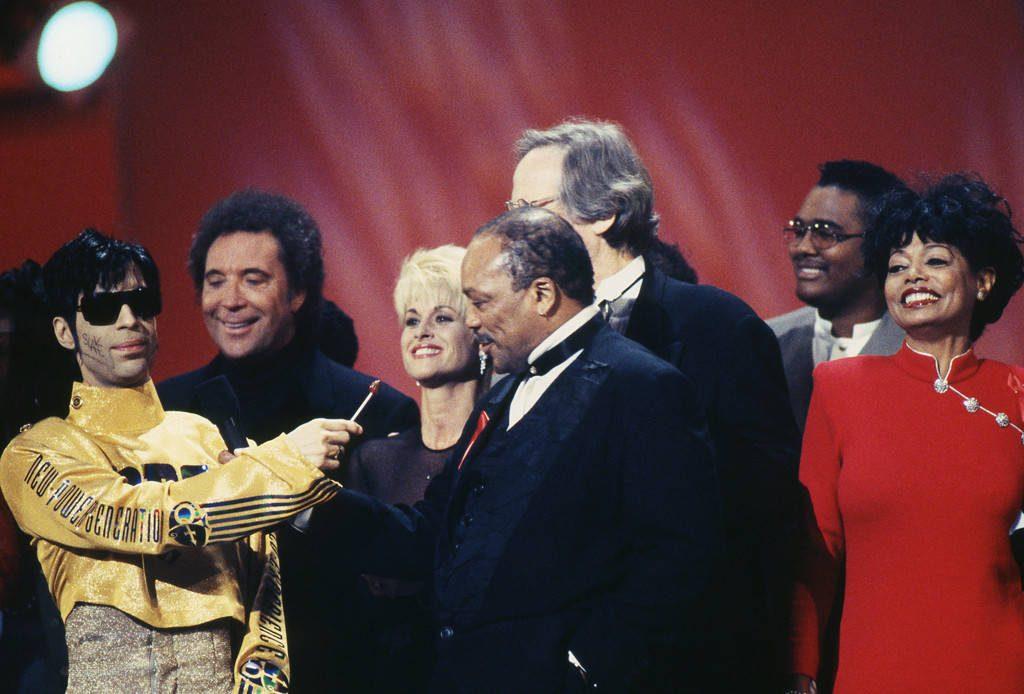 Prince-Tom-Jones-Quincy-Jones-Diana-Ross-American-Music-Awards-1995-1024x694.jpg