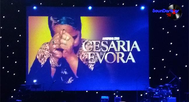 Αφιέρωμα στη Cesaria Evora   Τα τραγούδια της 'Ξυπόλητης Ντίβας' εξίταραν για ακόμα μία φορά το αθηναϊκό κοινό
