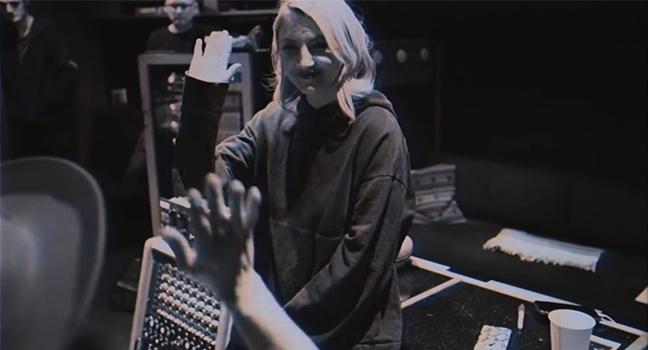 Νέα Version & Video Clip   Julia Michaels – Jump (Acoustic Version)