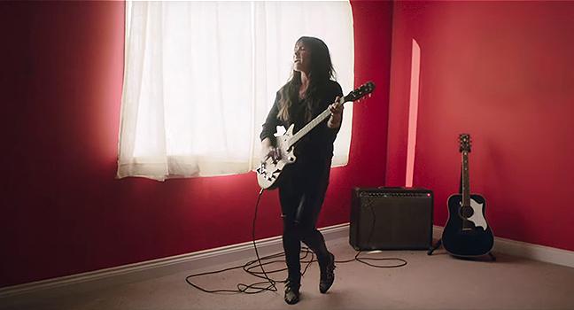 Νέο Music Video | KT Tunstall – Little Red Thread
