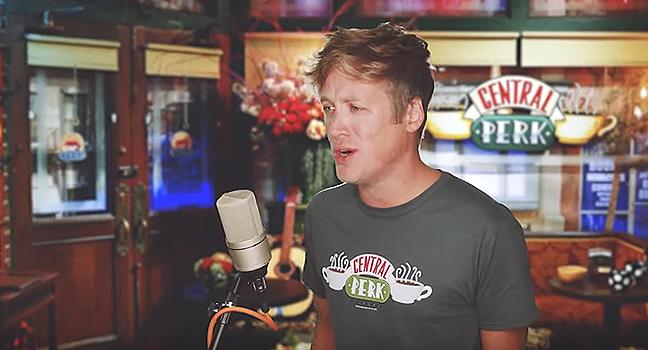 """News   Ο Chase Holfelder κάνει αγνώριστο το Theme Songs από τη δημοφιλή σειρά """"FRIENDS""""!"""