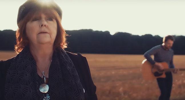 Νέο Τραγούδι & Music Video | Maggie Reilly – Where The Rivers Run