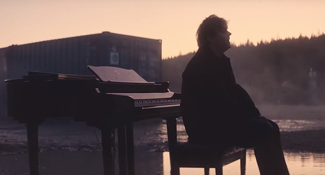 Νέο Music Video   Lewis Capaldi – Bruises