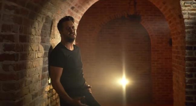 Νέο Music Video | Luke Bryan – What She Wants Tonight