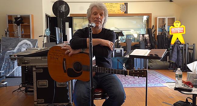 "News | Ο Jon Bon Jovi ζητά τη βοήθεια των Fans του για να γράψει το νέο του τραγούδι ""Do What You Can"" (Video)"