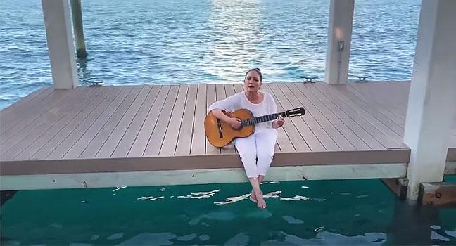 Νέο Τραγούδι & Music Video   Gloria Estefan – We Needed Time